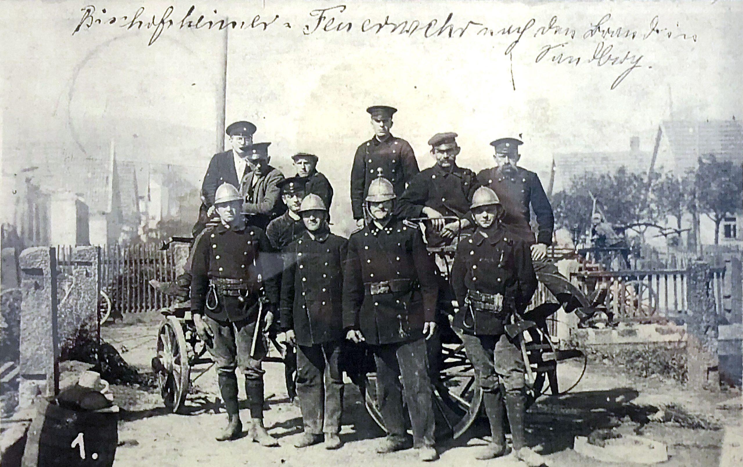 Auf ewig ein Teil der Bischofsheimer Feuerwehr-Chronik: Die Mannschaft nach dem Brand in Sandberg 1928.